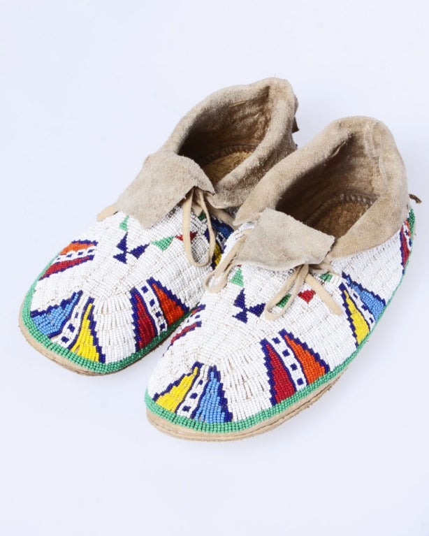 Late 19th / Early 20th Century Vintage Native American Indian Beaded Leather Moccasins 2