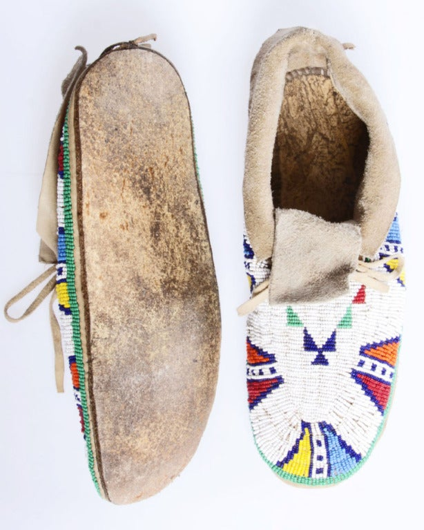 Late 19th / Early 20th Century Vintage Native American Indian Beaded Leather Moccasins 3
