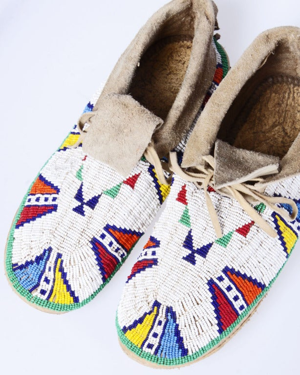 Late 19th / Early 20th Century Vintage Native American Indian Beaded Leather Moccasins 9