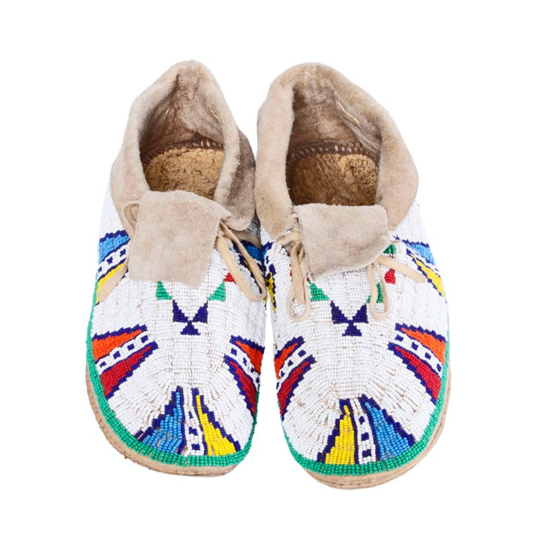 Late 19th / Early 20th Century Vintage Native American Indian Beaded Leather Moccasins 1