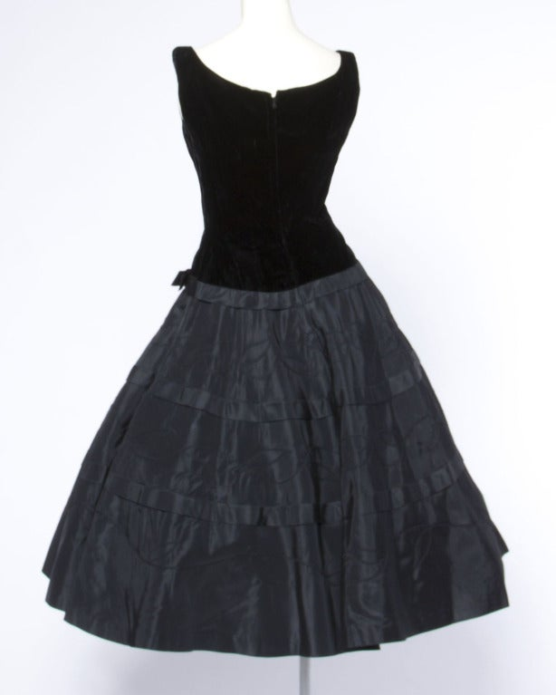 1950s 50s  Vintage Black Velvet + Taffeta Cocktail Party Dress with Full Sweep 4