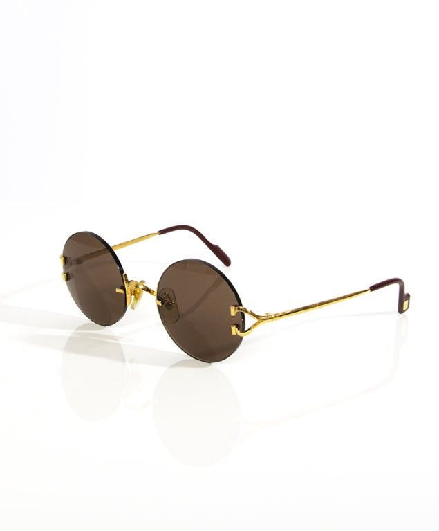 -Cartier model from the early 90s -round sunglasses in size 46°20  -comes with with original Cartier packing, case, certificate AND original Cartier burgundy leather sunglasses holder case.   -NO retro sunglasses, a rare old original  Color: