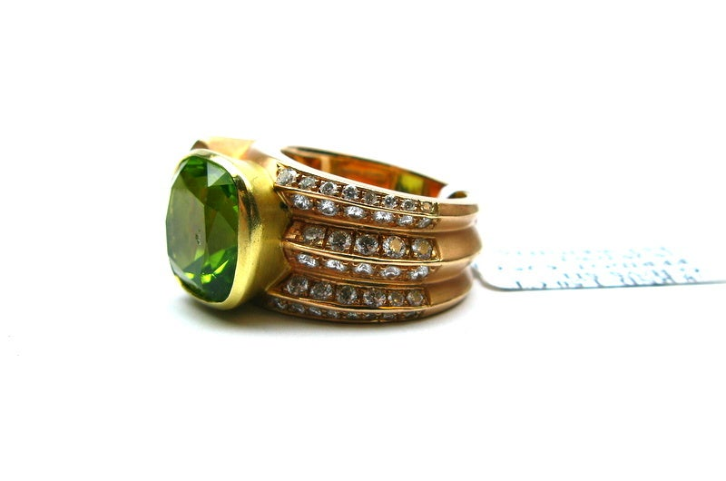 Contemporary Peridot and Diamond Ring For Sale
