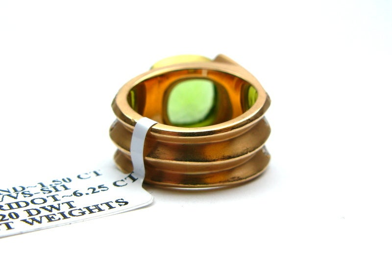 Peridot and Diamond Ring In Excellent Condition For Sale In New York, NY