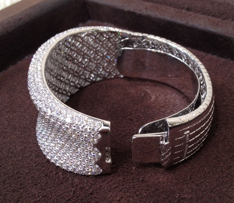 Women's Roberto Coin Fantasia Collection White Diamond Pave Bangle For Sale