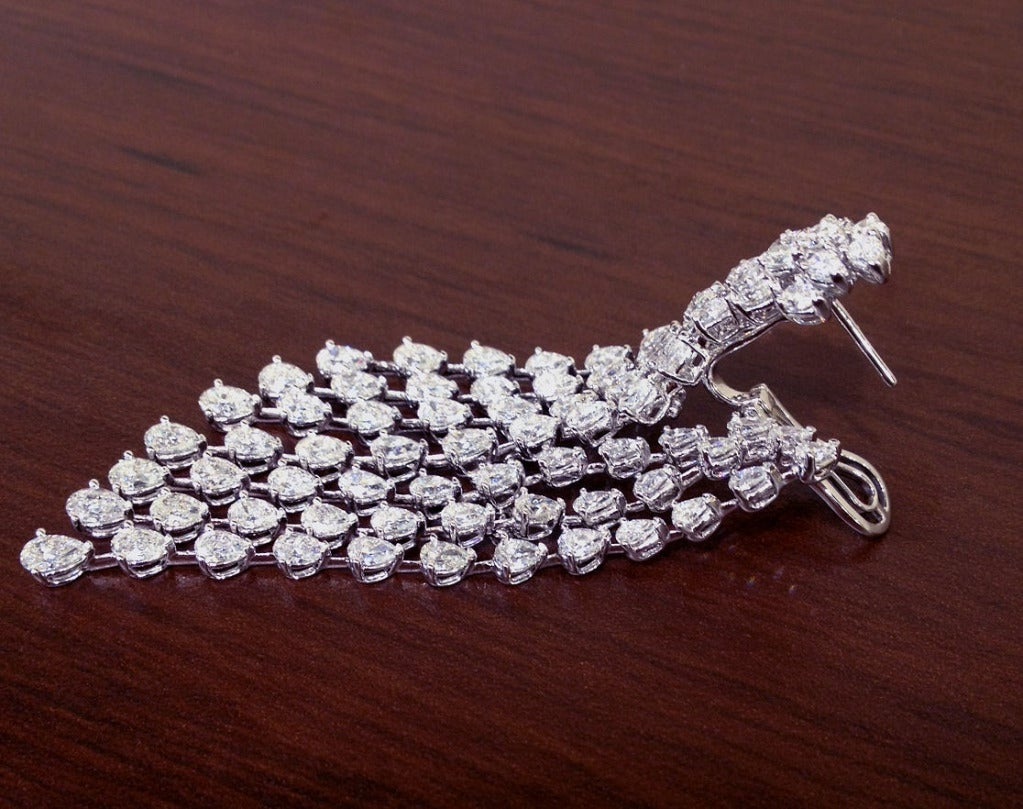Fashion Diamond Chandelier Earrings In Excellent Condition For Sale In New York, NY