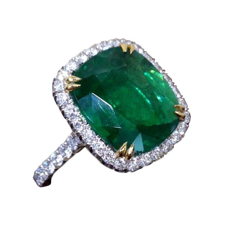 beautiful cushion cut green emerald platinum ring