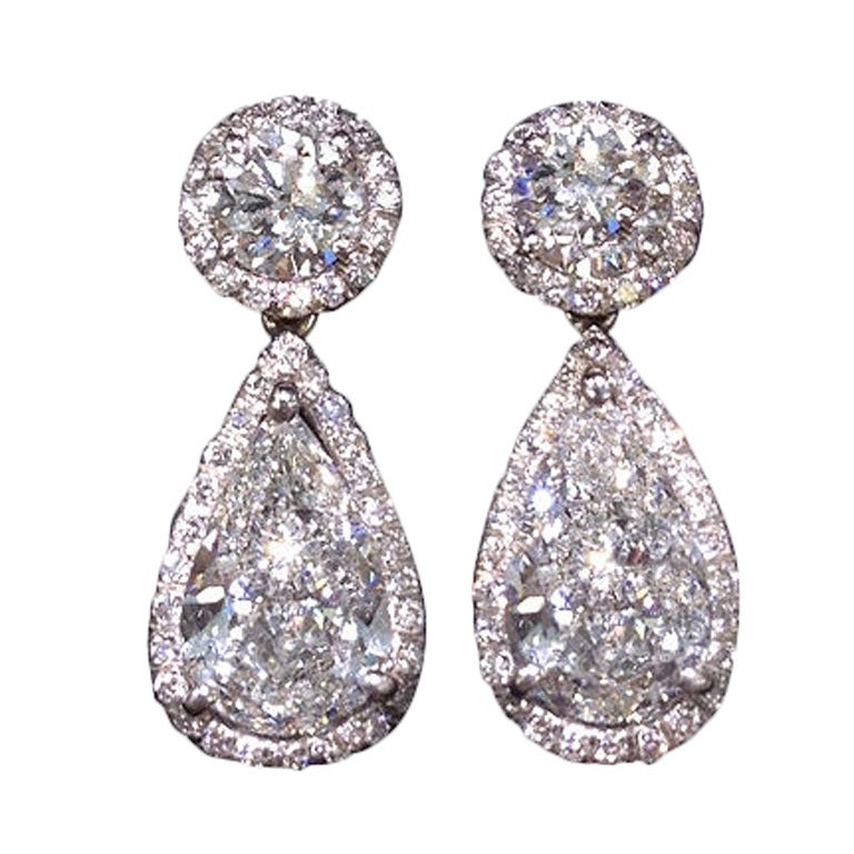 Elegant GIA certified Round and Pear Shape Dangle Earrings 1