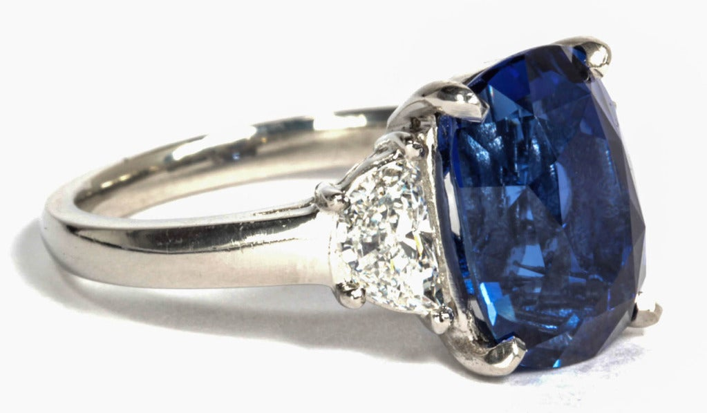 6 carat Natural No Heat Blue Sapphire and Diamond Ring In New Condition For Sale In New York, NY