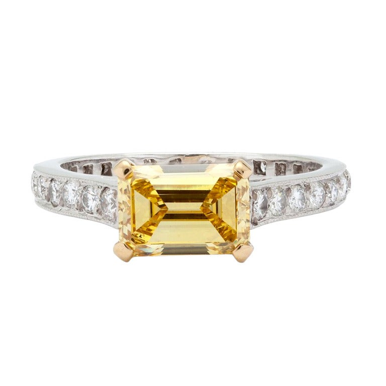 GRAFF 1.34ct  Fancy Vivid Yellow Diamond Ring
