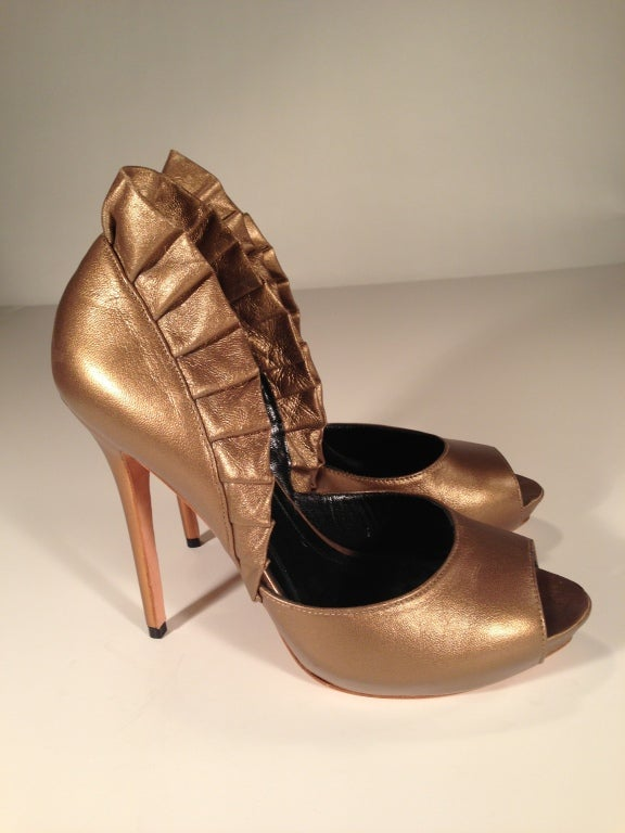 Alexander McQueen Light bronze pleated ruffle peep toe shoe 2