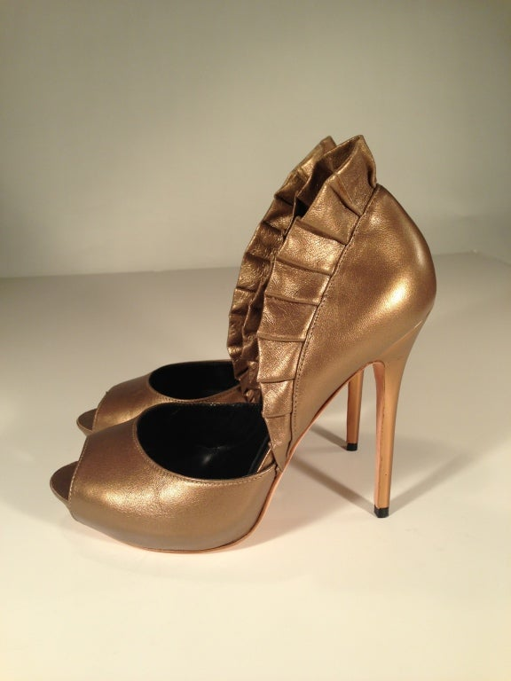 Brown Alexander McQueen Light bronze pleated ruffle peep toe shoe For Sale
