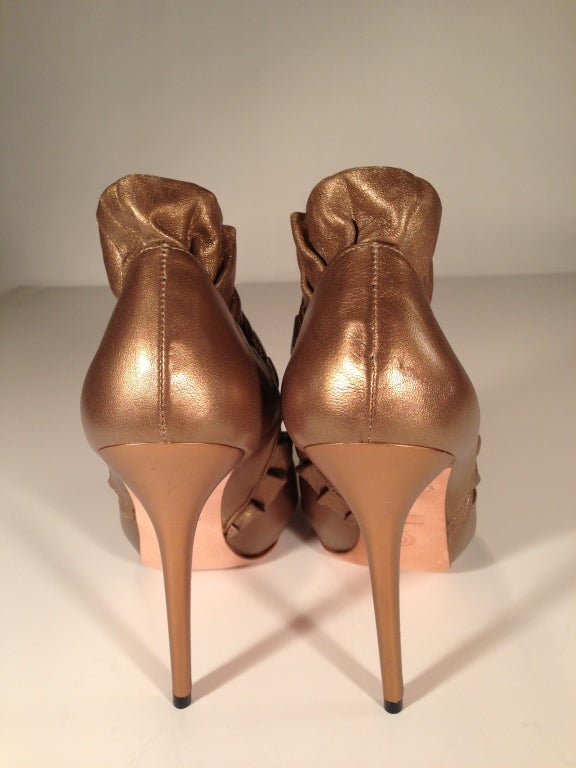 Women's Alexander McQueen Light bronze pleated ruffle peep toe shoe For Sale