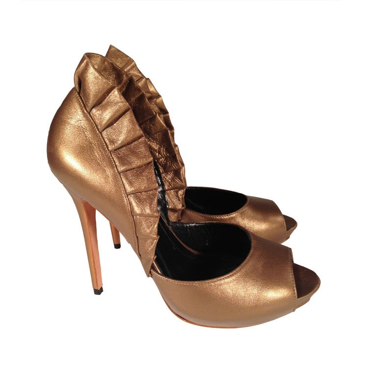Alexander McQueen Light bronze pleated ruffle peep toe shoe For Sale
