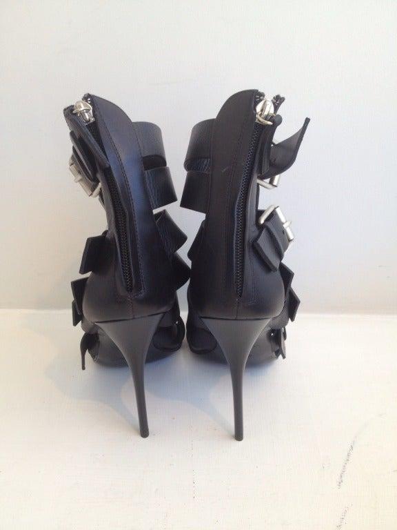 Giuseppe Zanotti Strappy Buckle Sandal In New never worn Condition For Sale In San Francisco, CA