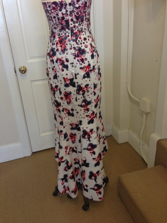 Carolina Herrera White Silk Strapless Evening Gown with Sequins  In Good Condition For Sale In San Francisco, CA