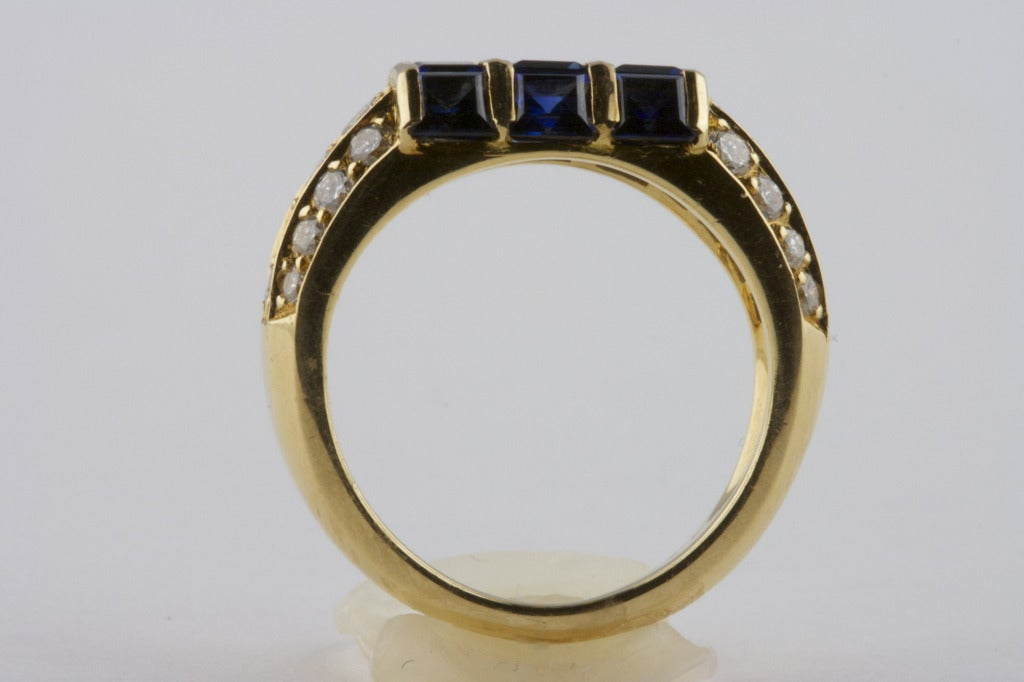 Women's Van Cleef & Arpels Sapphire Diamond Gold Ring For Sale
