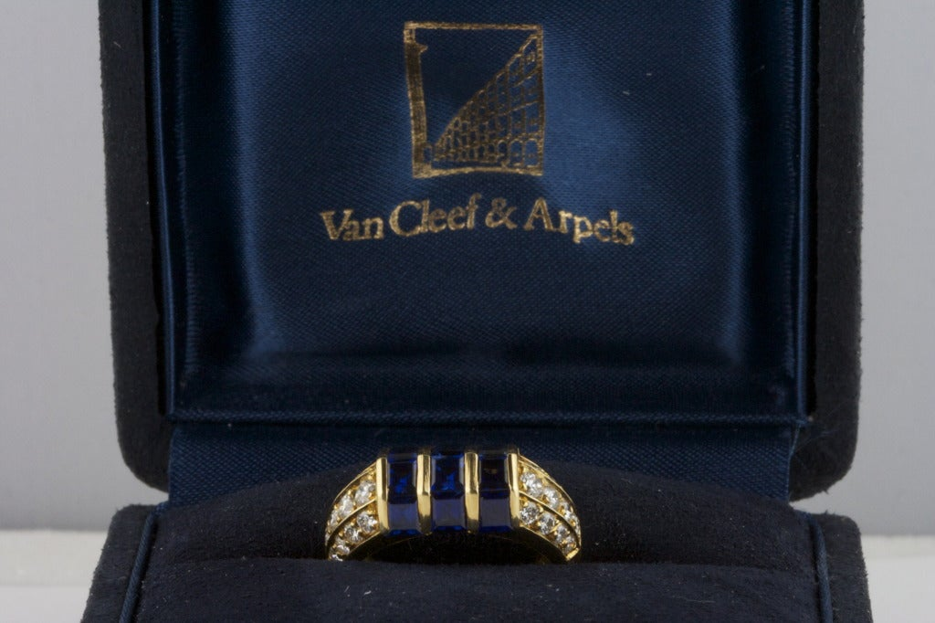 Van Cleef & Arpels Sapphire Diamond Gold Ring For Sale 1