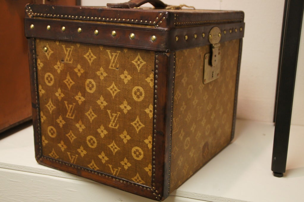 Incredibly rare Antique Louis Vuitton Top Hat Box Mini Cube Trunk Circa  1901 In Excellent Condition 10322be8ed7
