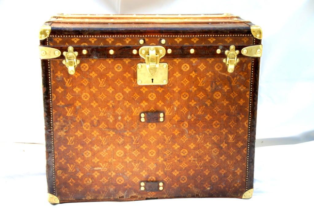 Excellent Antique Louis Vuitton Cube Hat trunk circa 1903 Side End table 2