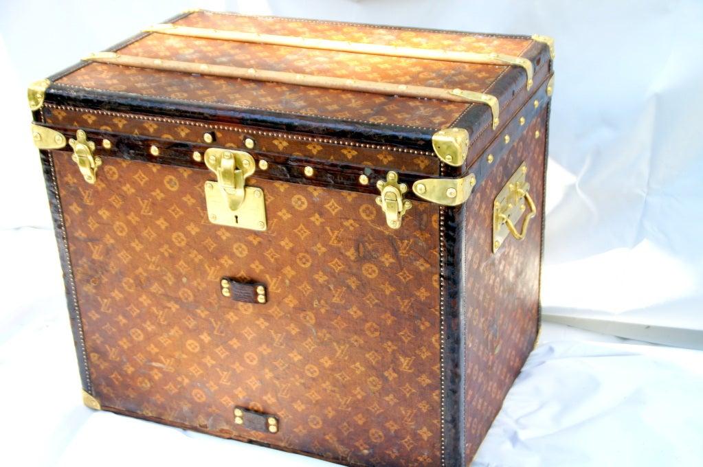 Excellent Antique Louis Vuitton Cube Hat trunk circa 1903 Side End table image 3
