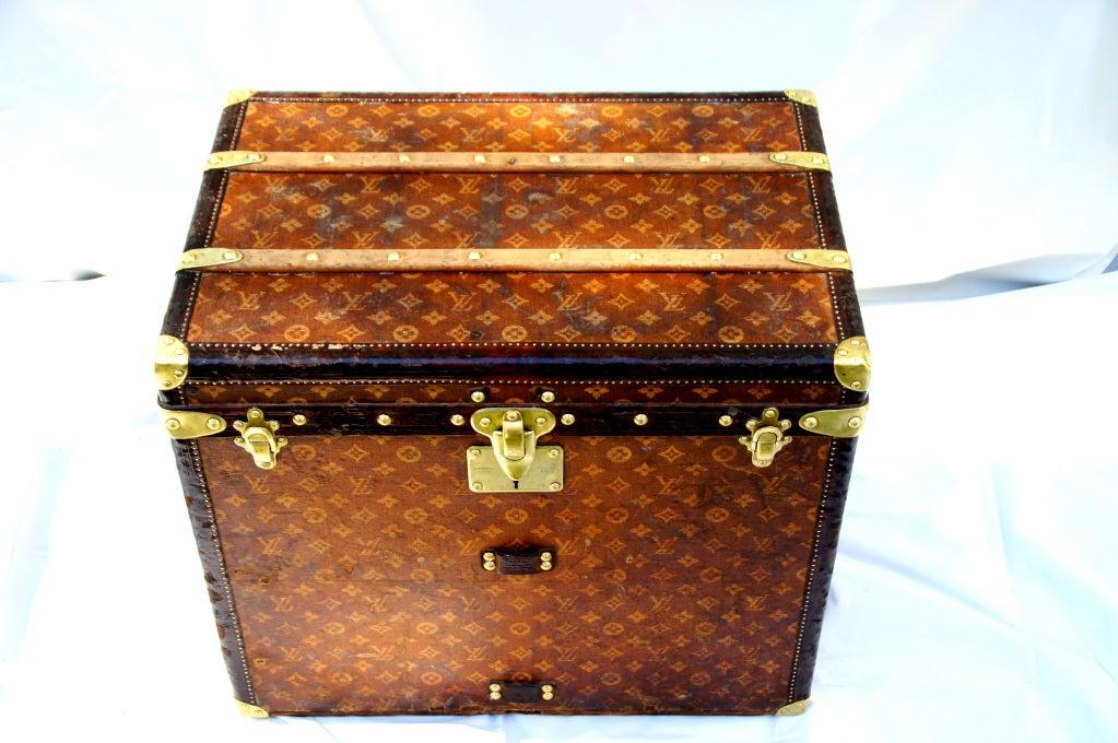 Excellent Antique Louis Vuitton Cube Hat trunk circa 1903 Side End table image 4