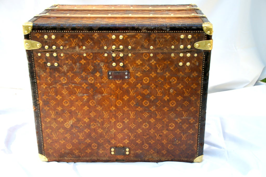 Excellent Antique Louis Vuitton Cube Hat trunk circa 1903 Side End table image 5