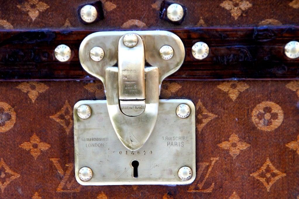 Excellent Antique Louis Vuitton Cube Hat trunk circa 1903 Side End table image 6