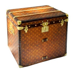 Excellent Antique Louis Vuitton Cube Hat trunk circa 1903 Side End table