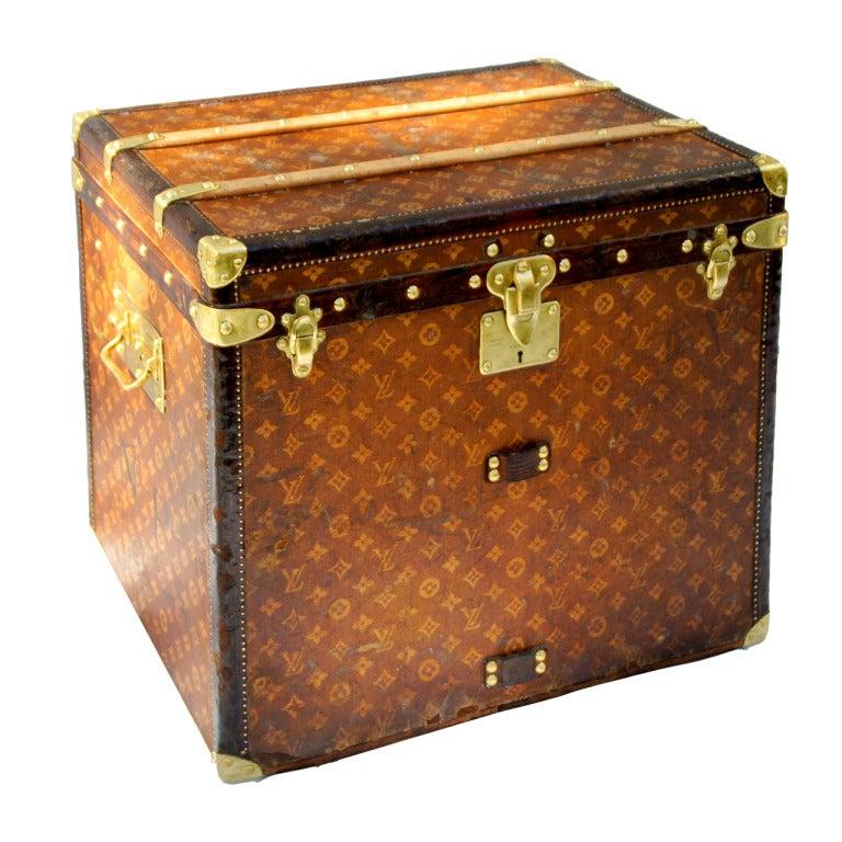 Excellent Antique Louis Vuitton Cube Hat trunk circa 1903 Side End table