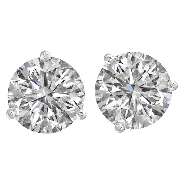 Amazing Sparkle Round Diamond Studs 1