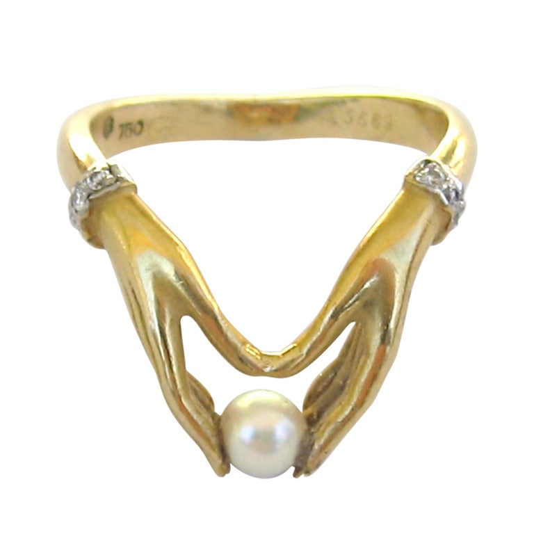 Ladies 18k Gold Ring hands Holding Pearl Carrera Y