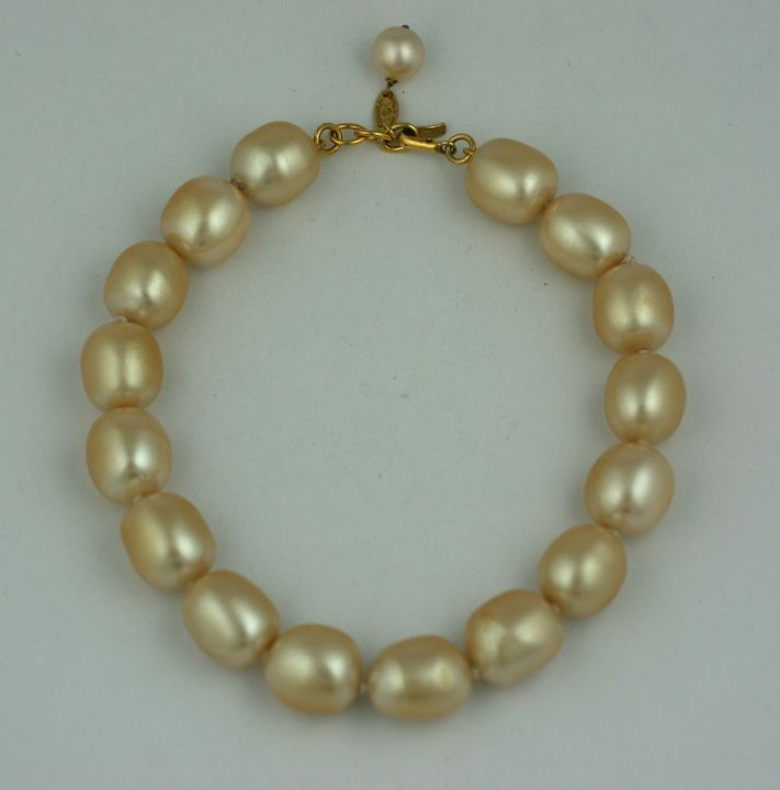 Large oval faux pearl necklace, Chanel Paris. Beautiful quality, hand made by Gripoix, hand knotted with Chanel hang tag. 1980s France.<br />