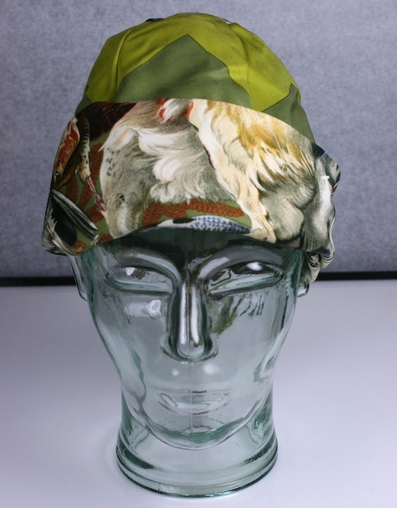 Hermes  Signature  Hunting Print Silk Twill Hat For Sale 1