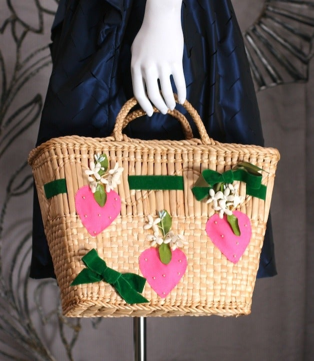 Strawberry Decorated Straw Tote In Good Condition For Sale In Riverdale, NY