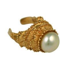 Carven Pearl & Gilt Temple Ring