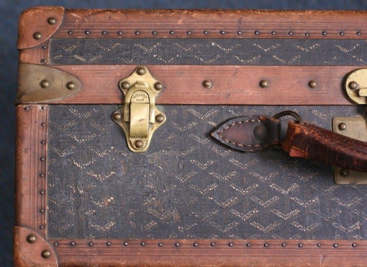 Early Maison Goyard Suitcase In Good Condition For Sale In Riverdale, NY