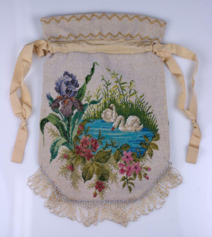 Women's Victorian Microbead Figural Swan Bag For Sale