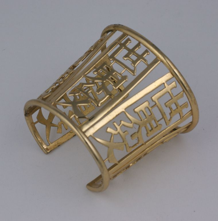 Unusual cuff by Napier, pierced with chinese letters in gilt metal, 1960s.