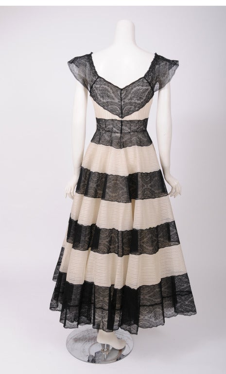 Jean Patou 1930's Lace & Tulle Evening Dress In Excellent Condition For Sale In New Hope, PA