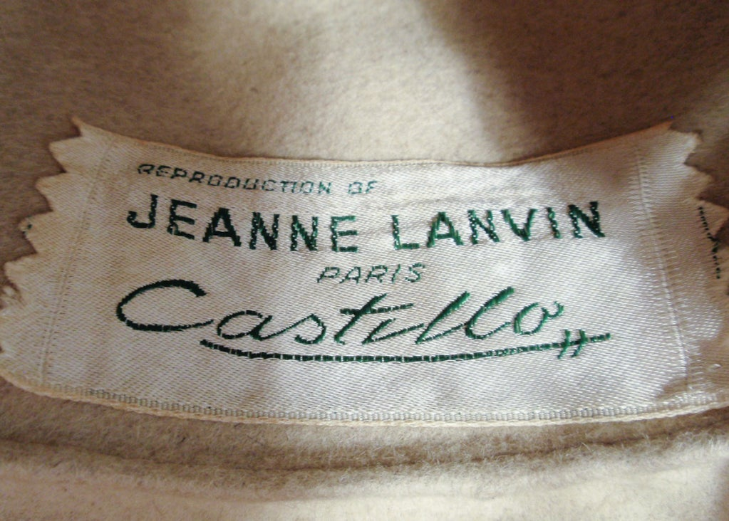 Lanvin by Castillo for Saks 5th Ave Beige Felted Fuzzy Turban Hat, 1960s In Excellent Condition For Sale In Los Angeles, CA