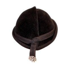 1950s Hattie Carnegie Black Fur Felt Sculpted Beanie w/ Rhinestone Fob Detail