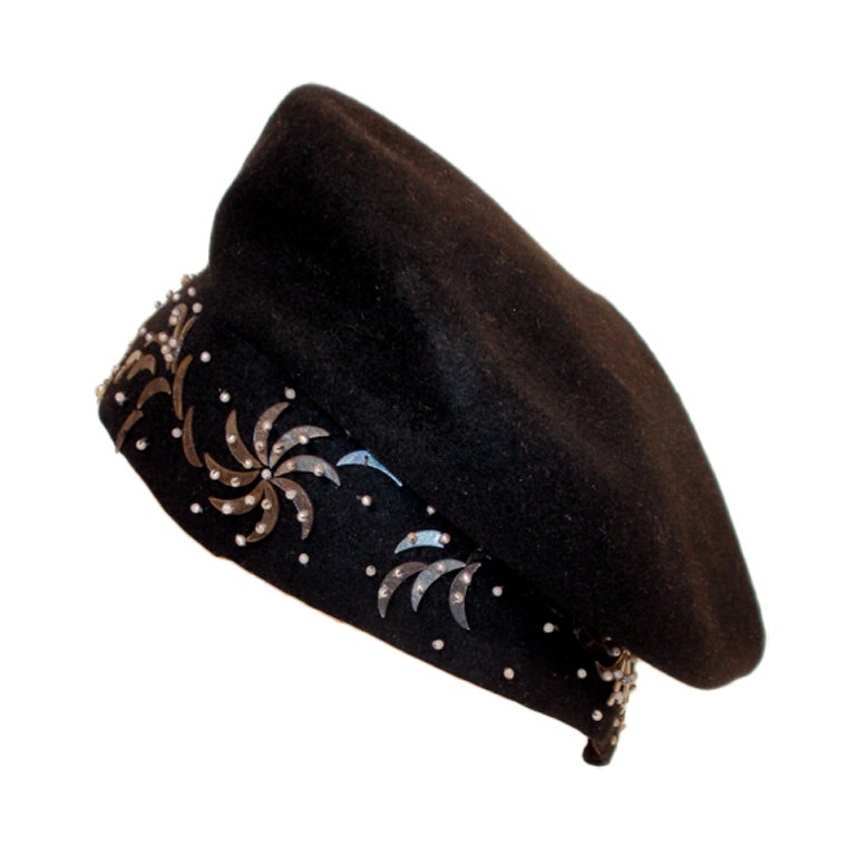1940's Hattie Carnegie Black Felt Abstract Hat White Beads & Gold Paillettes For Sale