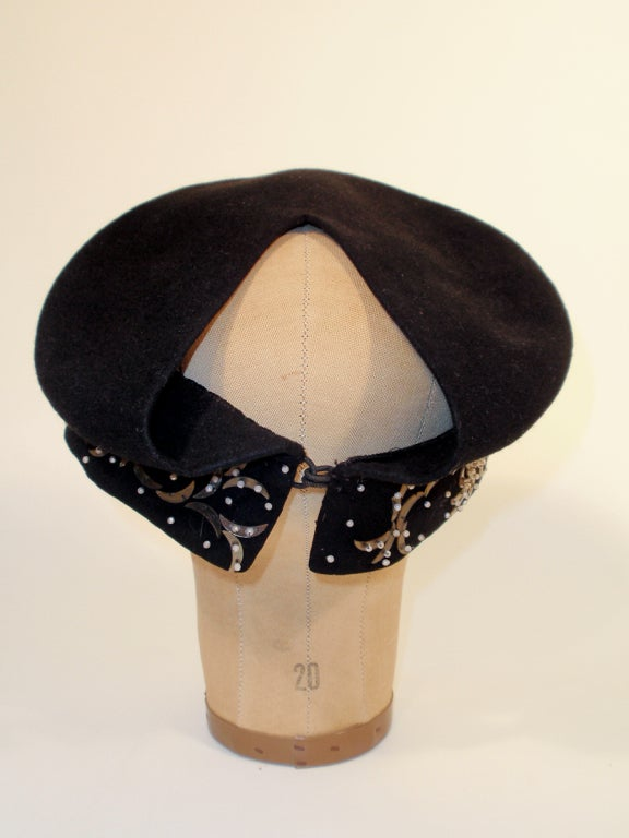 Women's 1940's Hattie Carnegie Black Felt Abstract Hat White Beads & Gold Paillettes For Sale