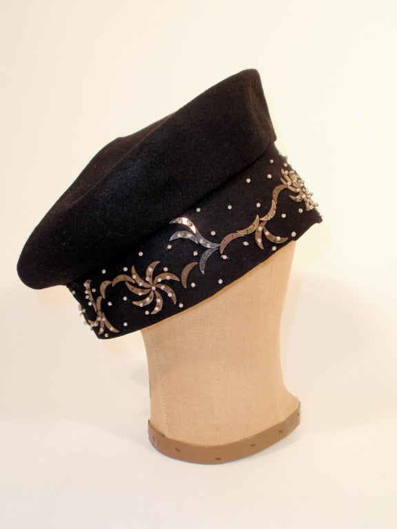 1940's Hattie Carnegie Black Felt Abstract Hat White Beads & Gold Paillettes For Sale 1