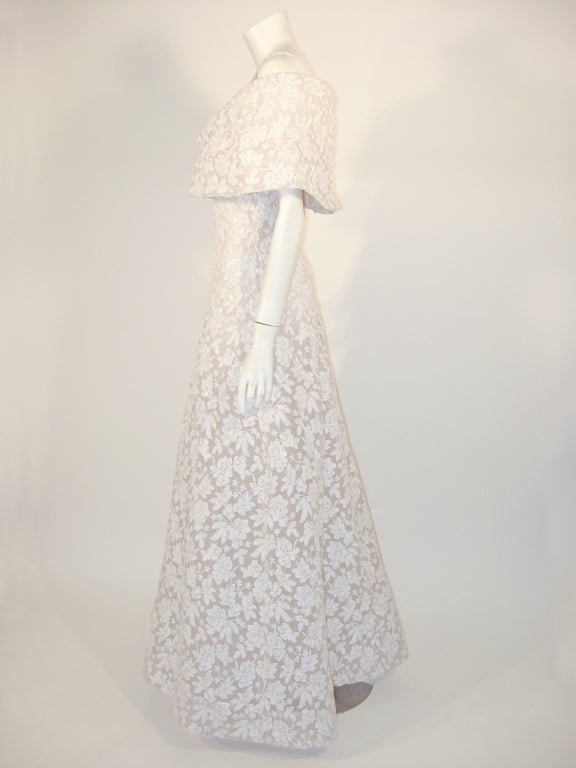 Gray SCAASI Boutique White Floral Embroidered Wedding Gown w/ Sequins size 6 For Sale