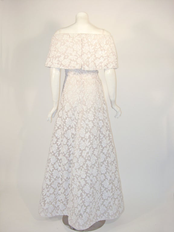 SCAASI Boutique White Floral Embroidered Wedding Gown w/ Sequins size 6 In Excellent Condition For Sale In Los Angeles, CA