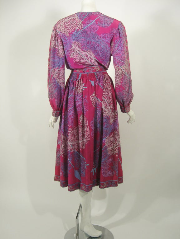 Emilio Pucci Fuschia Feather & Arrow Print Silk Peasant blouse & Wool skirt In Excellent Condition For Sale In Los Angeles, CA