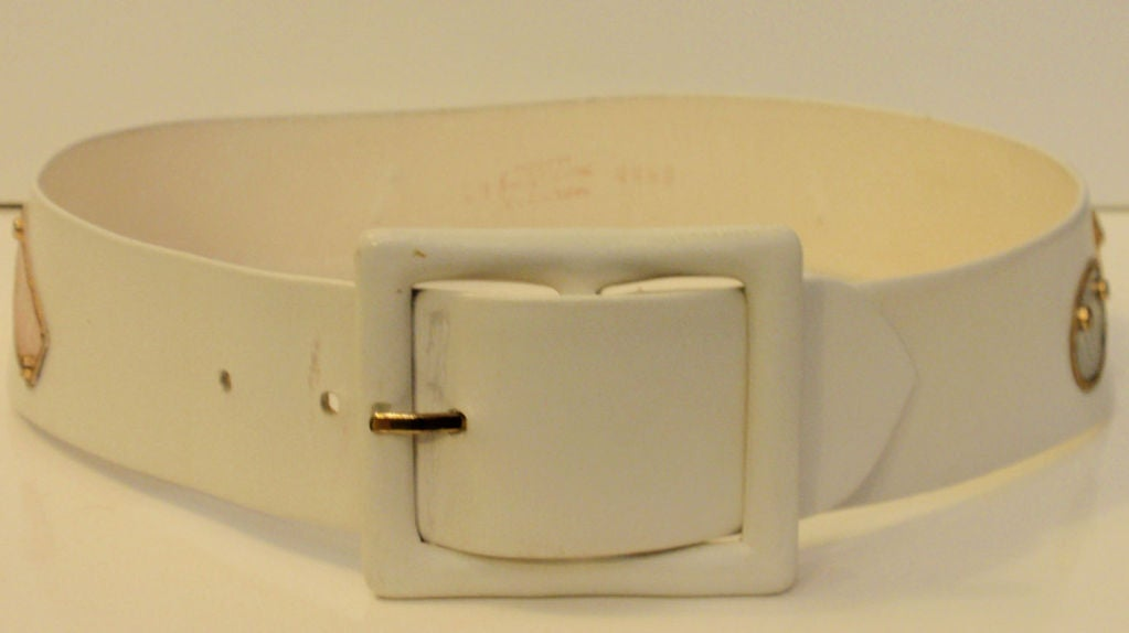 Calderon for Saks 5th Ave Novelty Belt, White Leather w/ Designer Lables In Excellent Condition For Sale In Los Angeles, CA