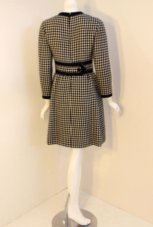 JEAN PATOU Blue & White Wool Houndstooth Day dress with Front Pockets, 1960s In Excellent Condition For Sale In Los Angeles, CA